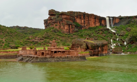 View_of_Bhutanatha_temple_in_Badami_during_monsoon1